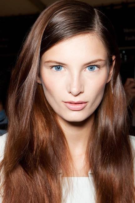 Боковой пробор волос