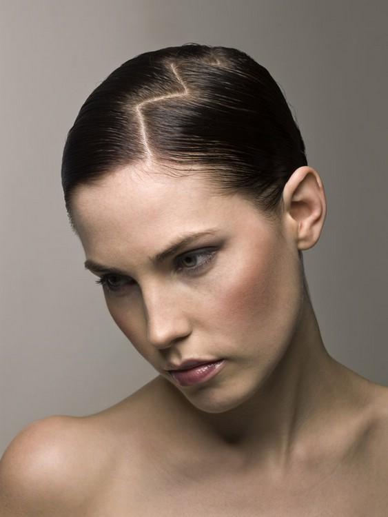 Зигзагообразный пробор волос