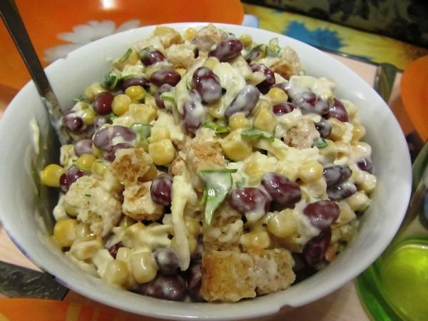 Салат с красной фасолью консервированной и кукурузой