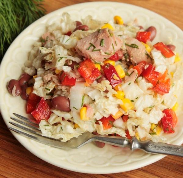 Салат с тунцом, консервированным фасолью и кукурузой