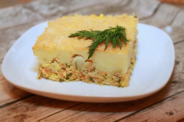 Картофельная запеканка с фаршем рыбы